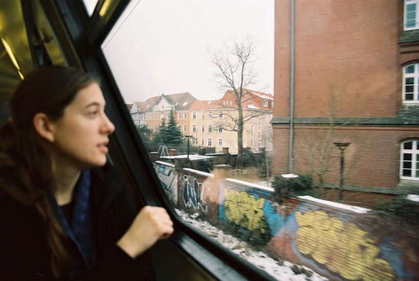 Clara en el tren a Warnemünde. Febrero 2013.